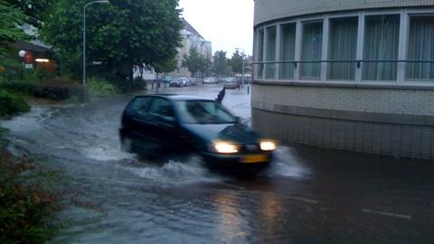 Wateroverlast in Leiden op Omroep West